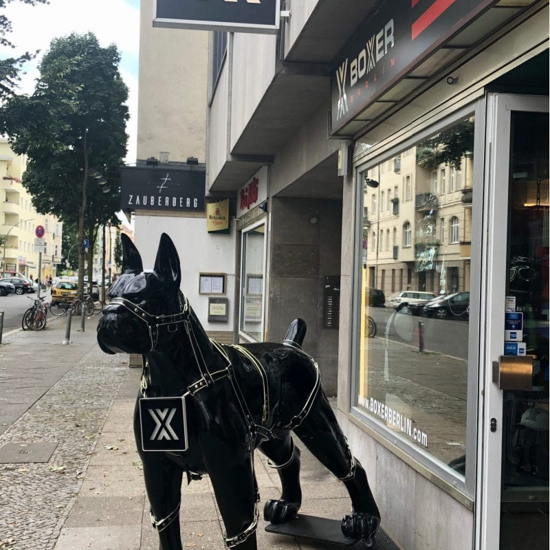 Queer Dog Statue Schöneberg